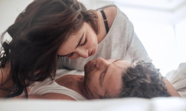 Miłość jak sra..ka przychodzi znienacka, czyli jak radzić sobie z romansami w firmie?