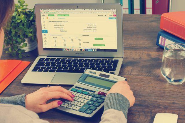 Jednoosobowa działalność gospodarcza vs spółka z o.o. Czy dla 9 proc. podatku CIT warto?[KONKRETNE WYLICZENIA]